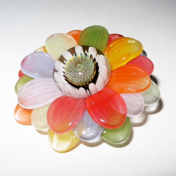 Maki Kawabe glass – Rainbow Flower pendant (2016)
