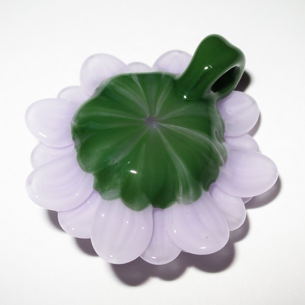 Maki Kawabe glass – Flower pendant (2016)